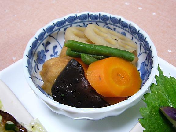 薩摩揚と野菜の煮物→我が家流はみりんの甘さだけの薄味です