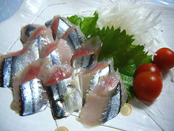 秋刀魚のお刺身→今日の脂ののりはもう少しね