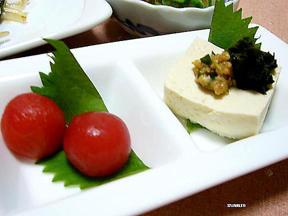 トマトと豆腐→豆腐は自家製の唐辛子味噌と大葉の醤油漬けで食べました