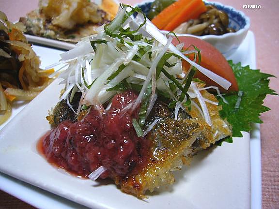 秋刀魚の揚げ焼き~梅だれ→パン粉をつけて揚げ焼き、薬味と梅だれで。