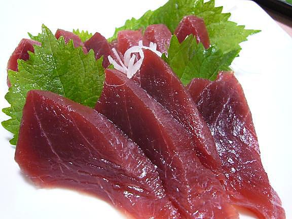 生めばち鮪(赤身)刺身→さっぱりと美味しい!でも少し多すぎました