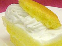 ココナッツクリームのデコレーションケーキ