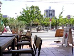 ジラソーレ 江坂公園を眺める