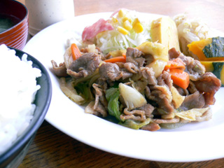 EAST MARINE 肉野菜炒め