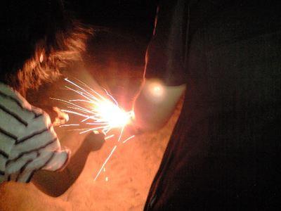 髪振り乱して火を付けるNちゃん。