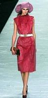 クラッチバッグはパリで開かれた2007~08年秋冬コレクションでも 数多く登場した(写真はルイ・ヴィトン)=繁田統央撮影