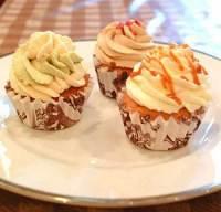 「チャプチーノ」のカップケーキ。ふわふわのフレッシュクリームをトッピングしています。