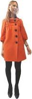 オレンジ色のコートが華やかさを引き立てる(プランタン銀座で)