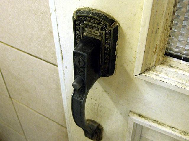 聚楽台のトイレのドアの取っ手