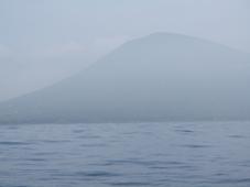 姿を現した利島