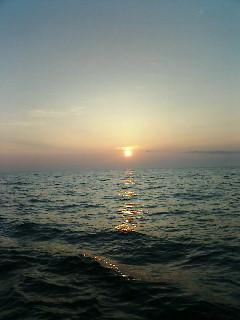 日本海に夕日