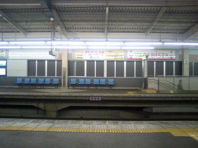 阪神今津駅ホーム。