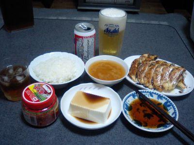 昨日に比べて豆腐とキムチが付いてるで。