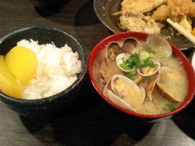 追加のご飯(小)と名物あさりの味噌汁