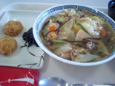 昼は中華丼