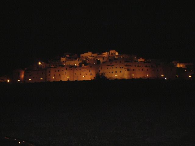 オストゥーニの夜景