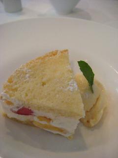 フルーツケーキとバニラアイス