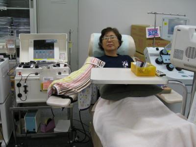 くぎまる議員、献血する
