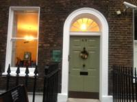 Dickens+house+entrance_convert_20120128235957.jpg