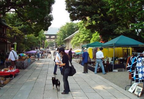07-8-26_05_hachiman_sandou.jpg