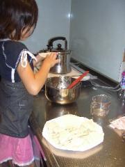初 娘と餃子作り♪