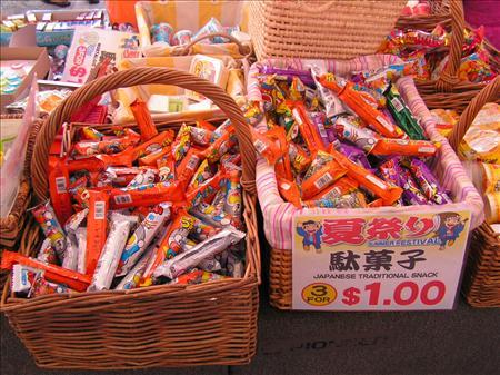 並べられた駄菓子の数々