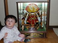孫と五月人形