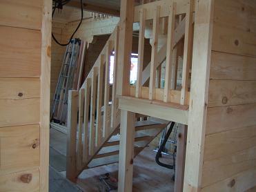 階段に手すりが!
