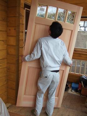 玄関ドア設置準備