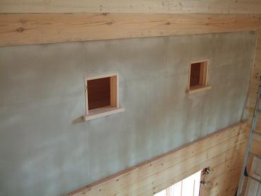 吹き抜け部分の2階の壁(6月11日)