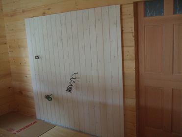 キチンの背板の塗装完了