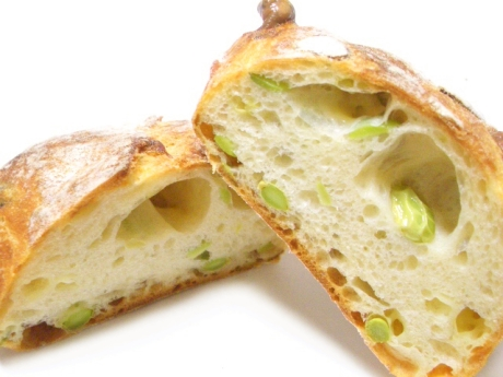 枝豆とチーズのリュスティック断面@ユーハイム
