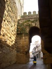 セヴィーリャ門は旧市街の入り口