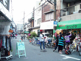 _049-2010春中崎町ホリイケ