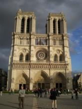 Catheacute;drale-Notre-Dame-de-Paris1.jpg