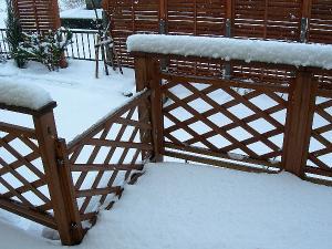 デッキに積もった雪