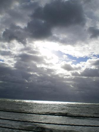 10月の空と海