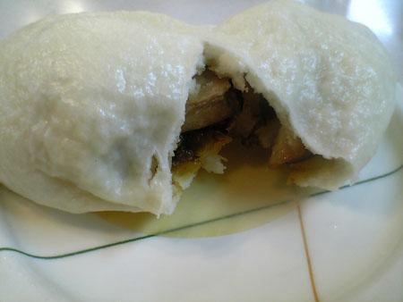 グァバオ(角煮と高菜の饅頭)