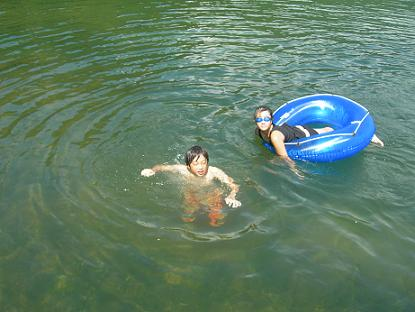 泳ぎまくり