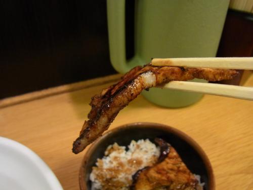 110422-004豚丼箸上げ(縮小)