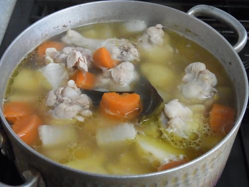 110429-020鶏手羽元と野菜の煮込み(縮小)