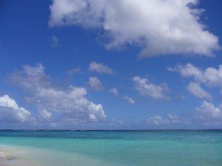 海の青 と 空の青