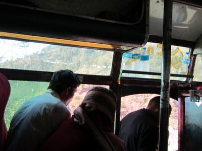カトマンズ行きのバス