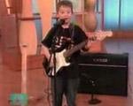 若干6歳のお子様ギタリスト【神業動画】
