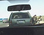 【国境警備】さて、この車には一体何人乗ってるでしょう?