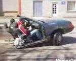 俺の車の後ろに乗ってきなよ!