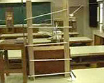 高校生が教室中を使って作ったドラマ仕立てのピタゴラスイッチ