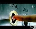セクシー美女 エレベーターの扉が閉まったら・・・