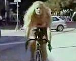 自転車の女性