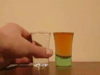水とウィスキーが入れ替わる不思議な現象